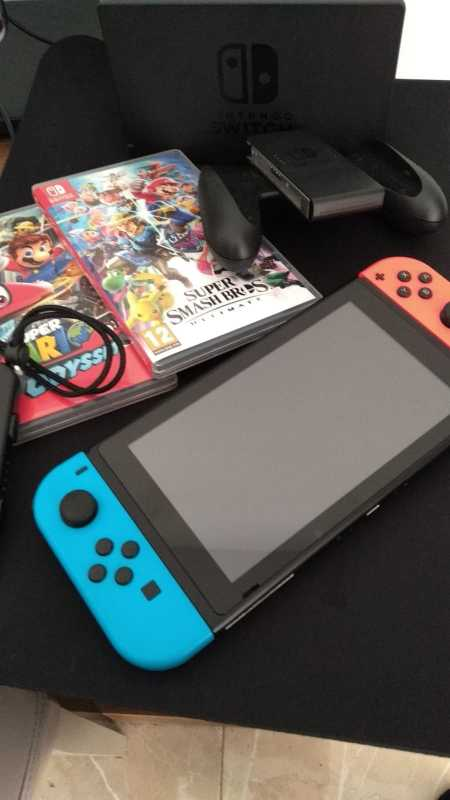 Nintendo Switch - 2 Games